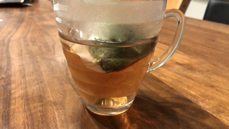 スリムすっきり茶 お湯に入れて2分経過の様子